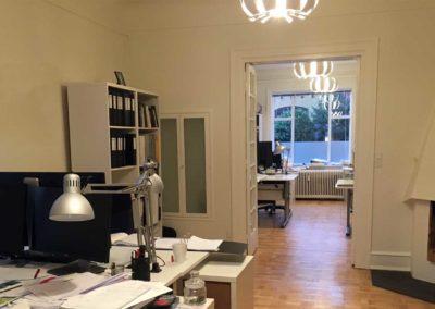 To eller fire arbejdspladser i hvert rum