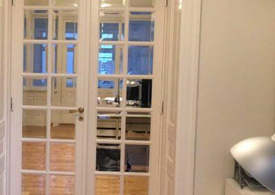 Fransk dobbeltdør deler de to store rum