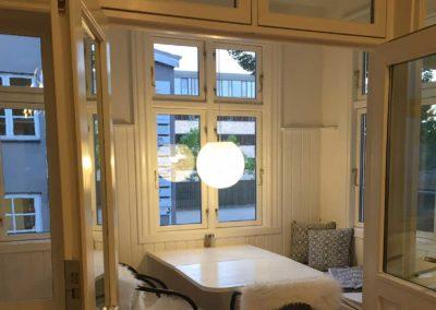 Kontorlokale 21 har egen altan med hyggelig veranda, som kan bruges til møder
