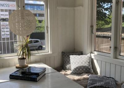 Hyggelig veranda, der f.eks. kan bruges til gruppearbejde ved en workshop