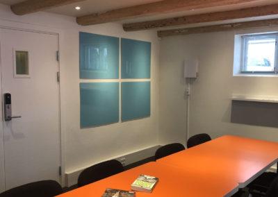 idéRummet er Roskildes innovative mødelokale - her kan du arbejde med SWOT-analyser...