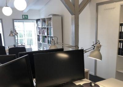 Dette kontorlokale i Roskilde centrum har sjæl og charme med de synlige bjælker...