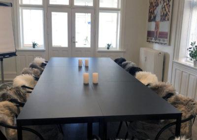 Pejsestuen er Roskildes hyggeligste mødelokale, som kan bruges til f.eks. en dagskursus