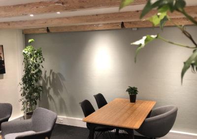DialogRummet er skabt til samtaler - samtaleterapi er derfor oplagt i lokalet.