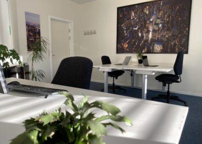 Kontorlokale 12 - tre arbejdspladser eller to arbejdspladser og et mødebord?