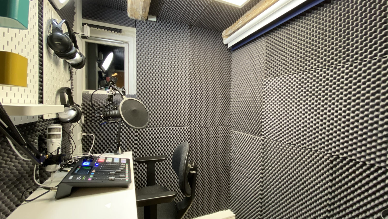 Podcaststudie i Roskilde med Røde Podcaster mikrofon