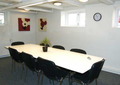 idéRummet som møderum med standardopstilling til otte personer